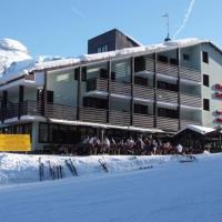 Hotel Alaska - (2)
